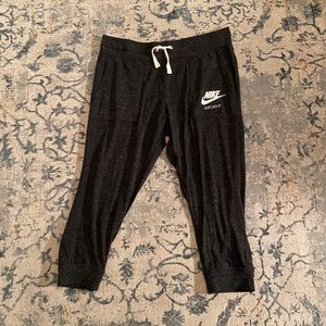 Nike 3/4 sweatpants.Worn once excellent cond